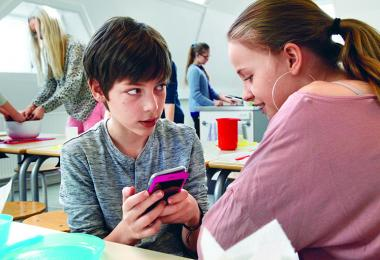 Børn med telefon