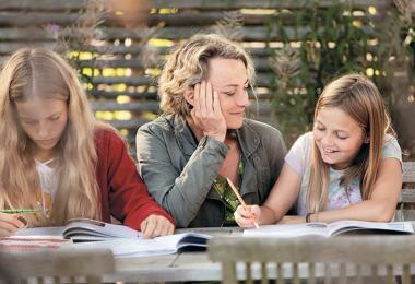 Majse Njor med sine døtre
