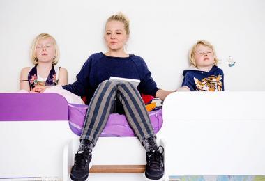 Mor tester mindfulness med sine to børn