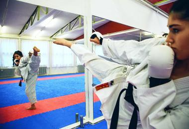 Sofia træner karate