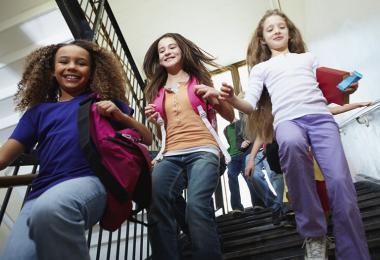 Elever på en trappe