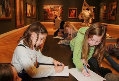Elever på museum